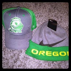 Oregon Ducks Nike Beanie & Strapback Hat Fan Pack